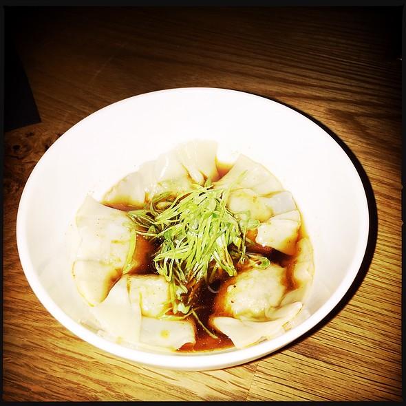 Six Pork Dumplings In Warm Sanbaizu And Chili Pil