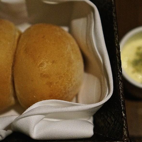 Potato buns with whipped butter, seaweed spicy Hawaiian sea salt - Beachhouse - Moana Surfrider, Honolulu, HI