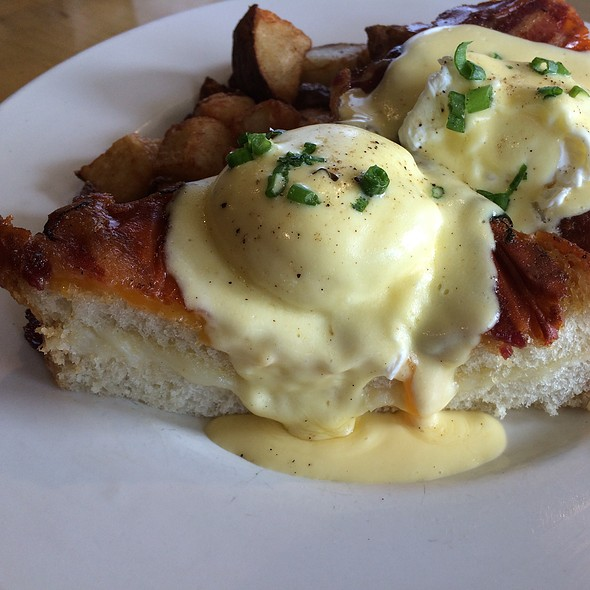 Grilled Cheese Benedict @ Bacon & Butter