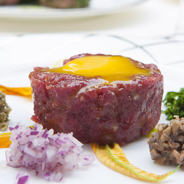 Tartare with its condiments @ Relais Le Jardin