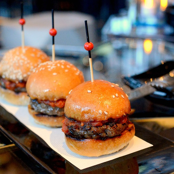 Mini Wagyu Beef Burger @ Ozone Bar, Ritz Carlton Hong Kong