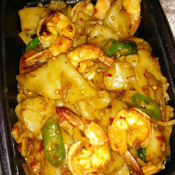 Spicy Drunken Noodles With Shrimp - Tara Thai, Falls Church, VA