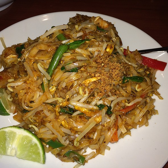 Shrimp Pad Thai With Tofu, Bean Sprouts And Crushed Peanuts - Rasa Sayang, Wilmington, DE