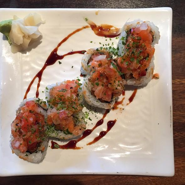 Lomi Lomi Roll @ Doraku Sushi