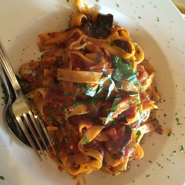 Fettuccine Pomodoro @ Antica Pizzeria