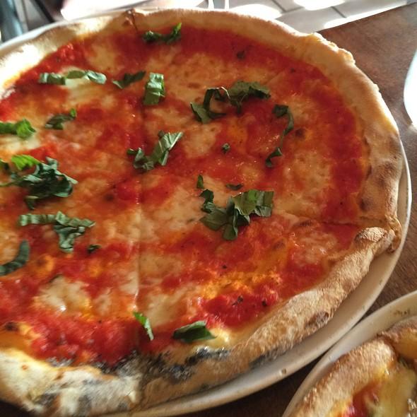 Pizza Margherita @ Antica Pizzeria