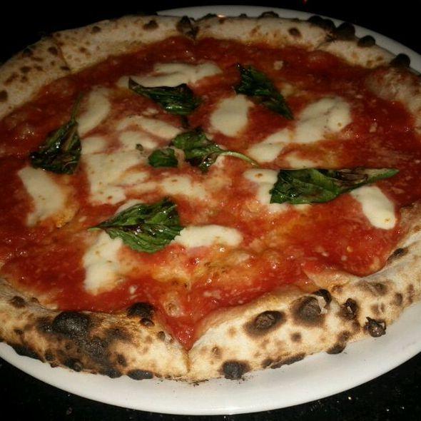Pizza Margherita @ Napoletana Pizzeria