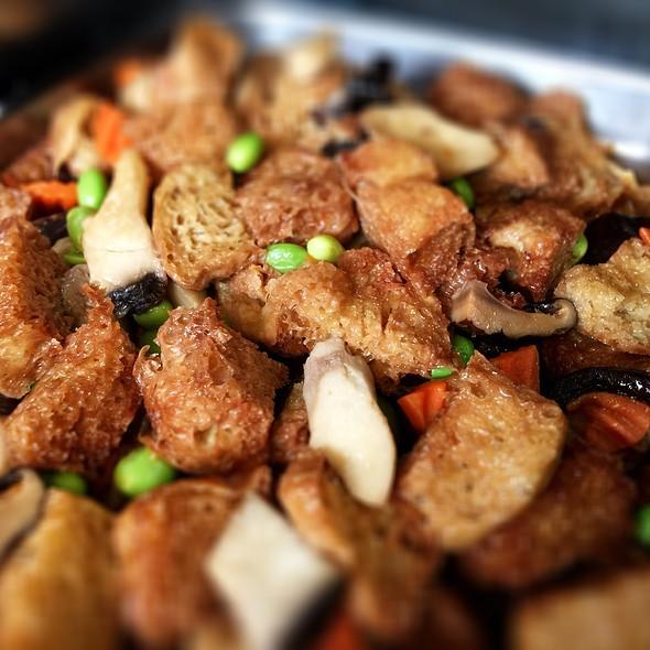 青豆木耳鮮菇醬燒素草菇 @ 聖門食堂 | 門生限定