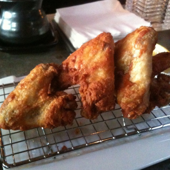 Crispy Chicken Wings @ Blowfish Sushi To Die For