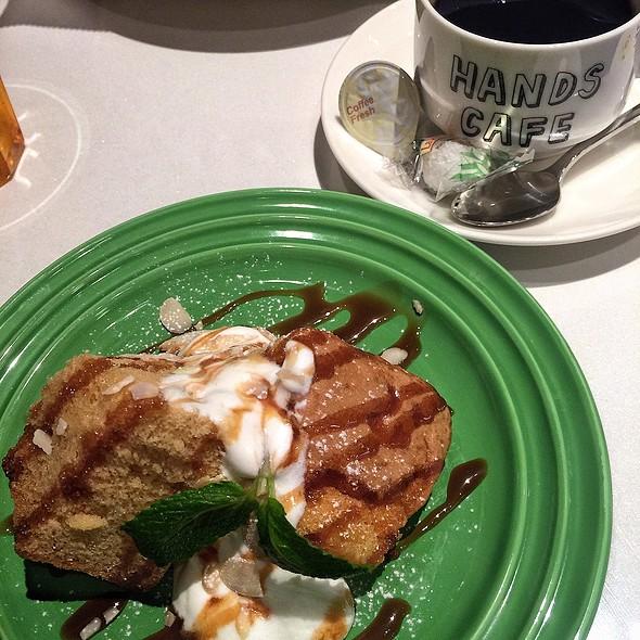 Ciffon Cake With Caramel Sauce @ Tokyu Hands Cafe