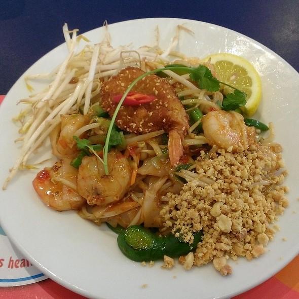 Prawn Pad Thai @ Noodle Noodle