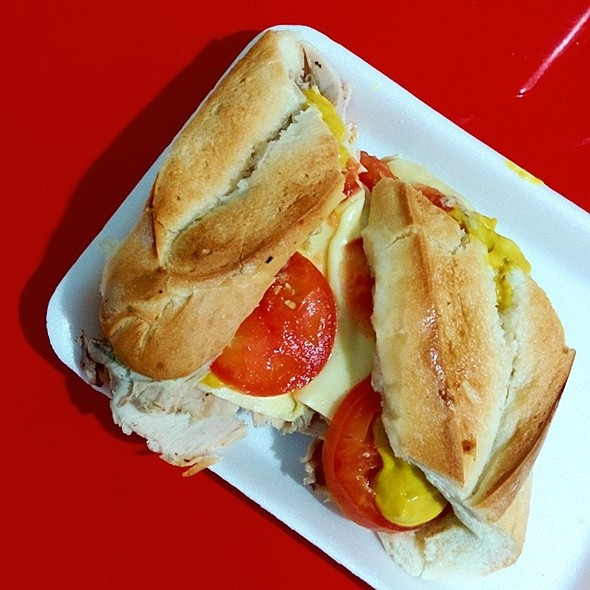 Sandwich De Pernil  @ Cafe