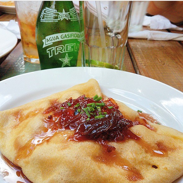 Crepe Pollo Y Cebollas Caramelizadas @ Cafe Noissette