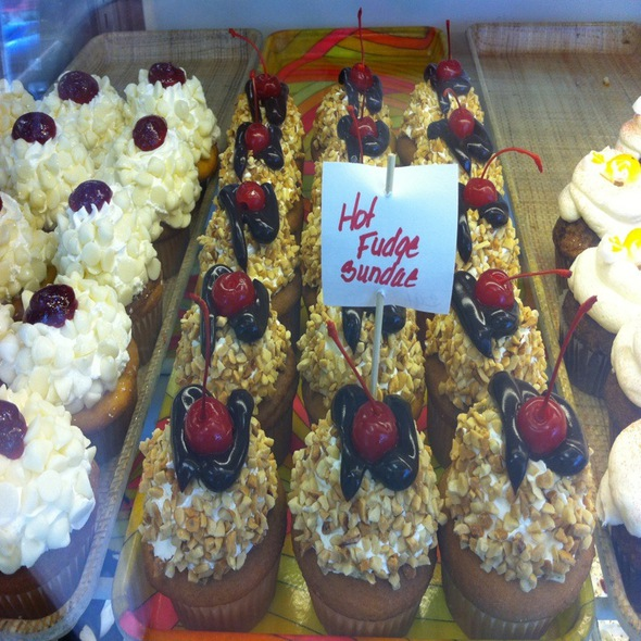 Hot Fudge Sundae Cup Cakes @ Blue Iris Cakery