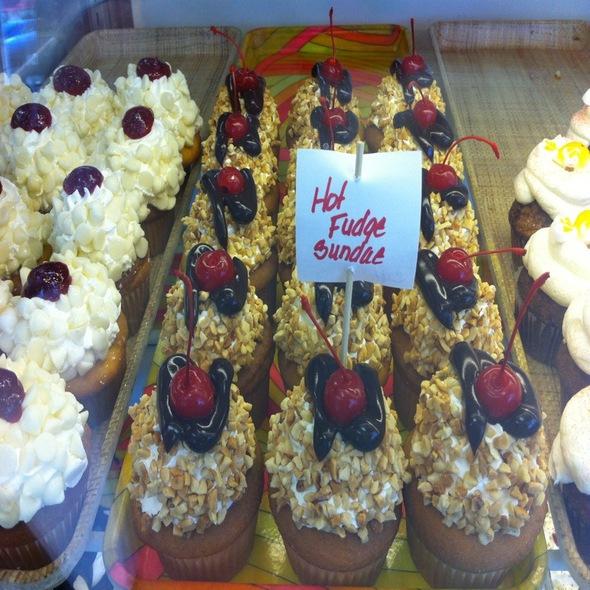 Hot Fudge Sundae Cup Cakes @ Blue Iris Cakery