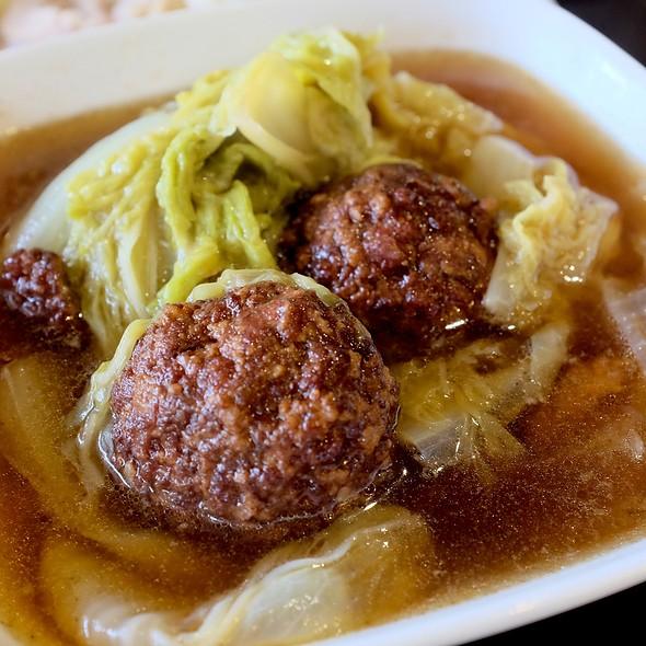 Lion Head (stew meat ball) @ Ting Tai Fu (ติ่งไท้ฝู)