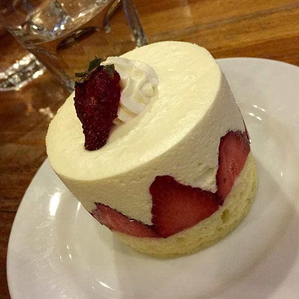 Strawberry Kiss @ Kuppa Coffee & Tea