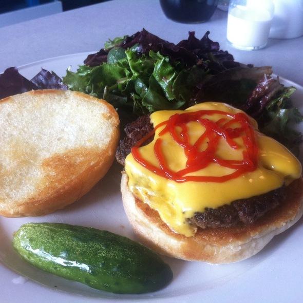 Cheeseburger - Dish n' Dat, Canton, CT