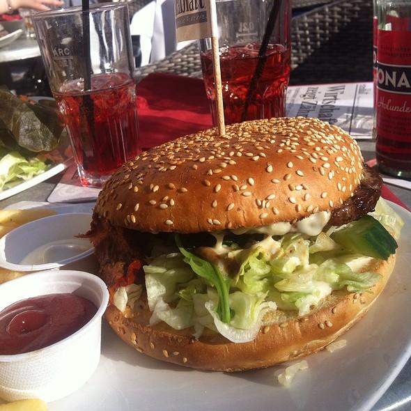 Cesar's Burger @ Cafe Extrablatt