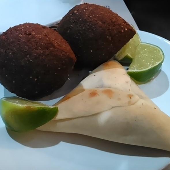 Esfiha De Carne E Kibe @ Haruf Kebabs e Especialidades Árabes