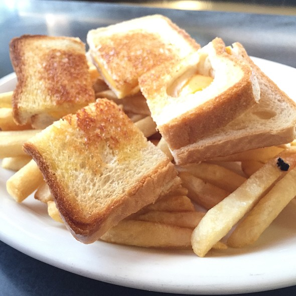 Grilled Cheese Sandwich At Mr Peteu0027s Patio