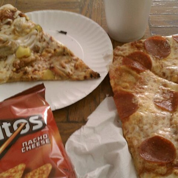 Pulled Pork Pizza, Pepps Doritos  And Drinking