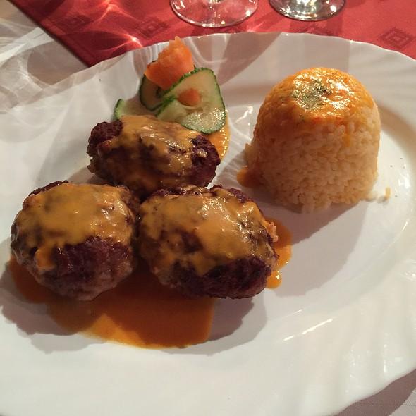 Meatballs With Red Rice @ Casa Cu Cerb