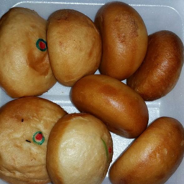 Fried Manapua: Strawberry Cream Cheese, Crab Cream Cheese, Cream Cheese, & 2 Freebies