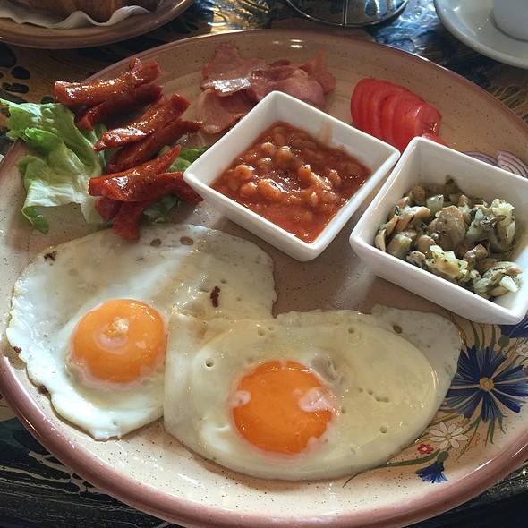 English Breakfast @ Hotel Bulevard