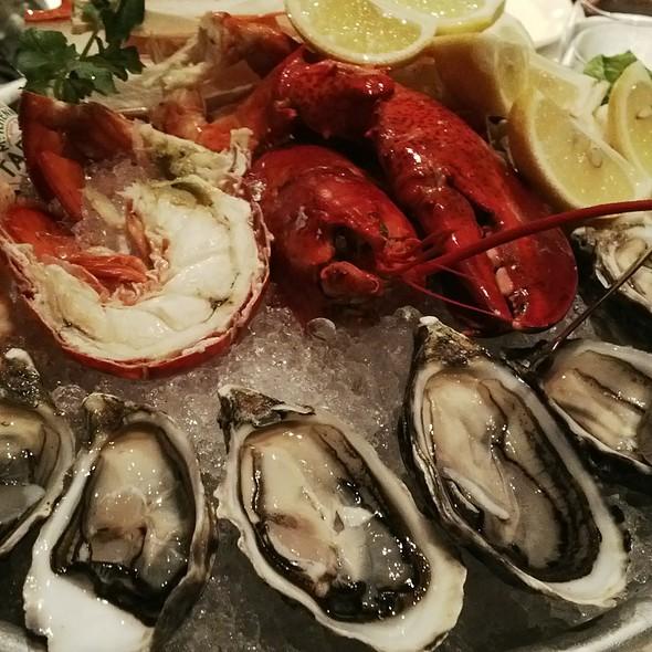 Mixed Cold Seafood Plate - Morton's The Steakhouse - Macau, Taipa, Macau