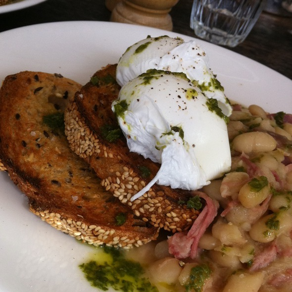 Poached Eggs With Hamhock And White Beans