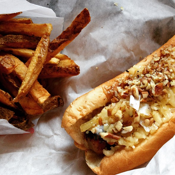 """Chicken apple cranberry sausage with whiskey cheese and pecans @ Hot """"G"""" Dog"""