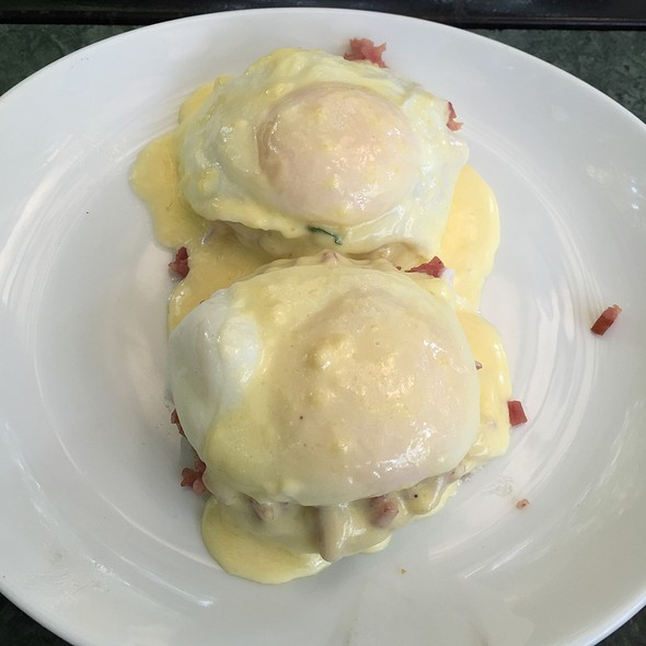 Eggs Benedict @ The Flour Works
