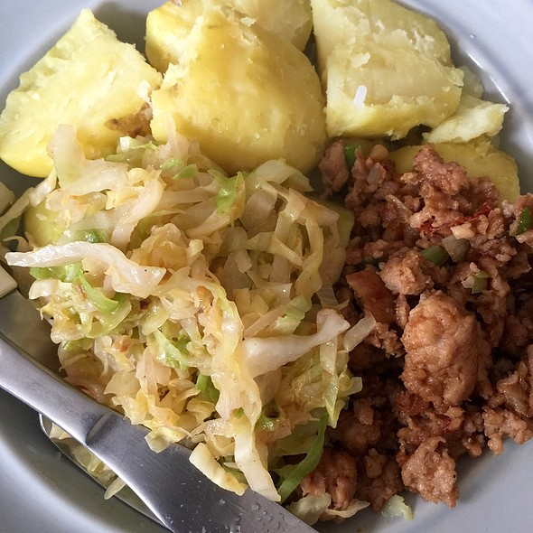 Cabbage With Potatoes And Chicken Mince @ Woongroep Bangun Trisno