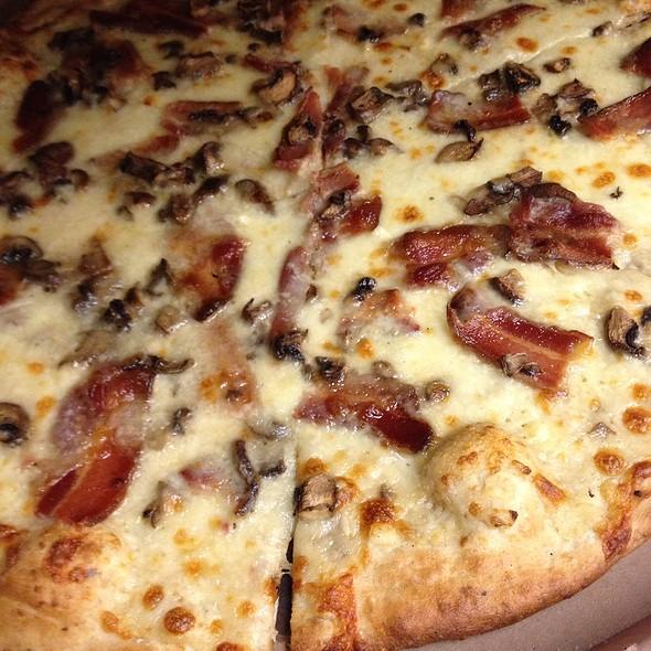 Bacon Mushroom Alfredo Pizza