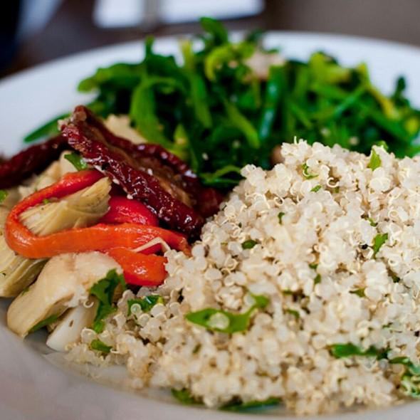 Quinoa, artichokes, peppers and spinach