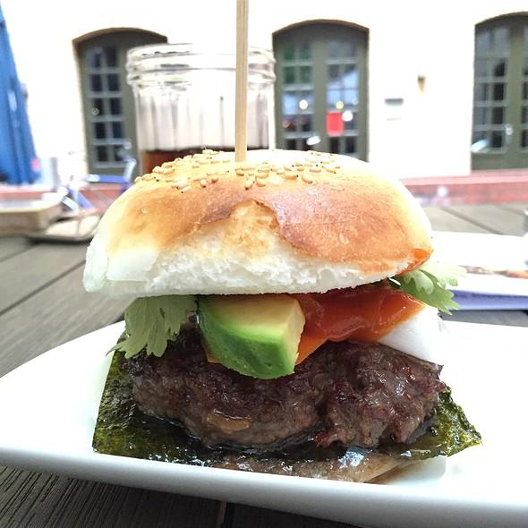 Banh Bao Burger @ Royals & Rice