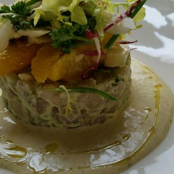 Forellen-Avocado Tatar mit Spargelsalat Und Senfsauce  @ Servitenwirt