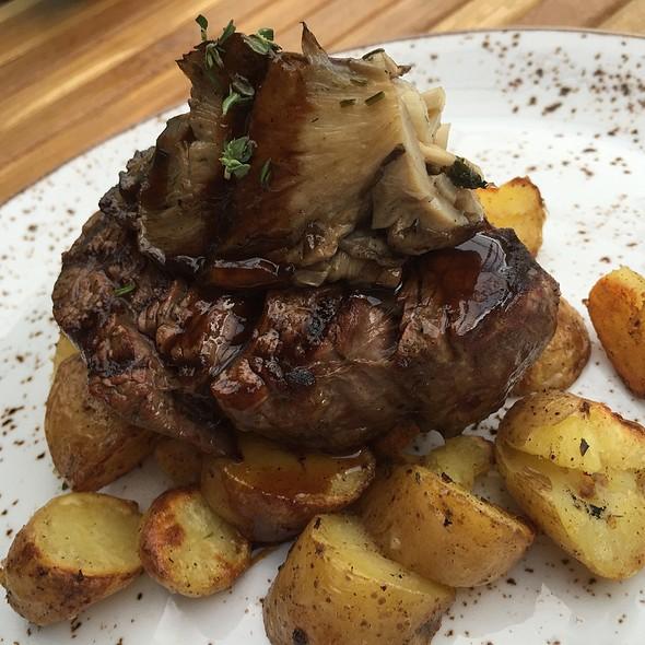 Beef tenderloin @ Cleaver & Cork