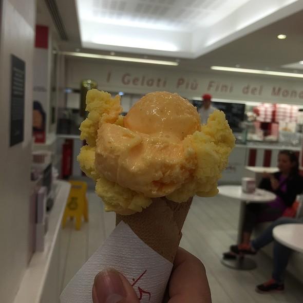 Passionfruit & Quindim @ Santini - Chiado