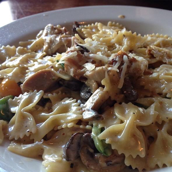 Chicken & Mushroom Pasta