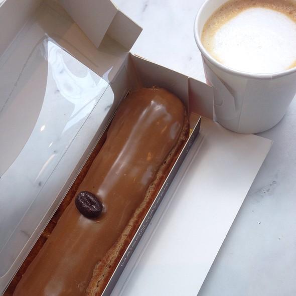 Eclair au Cafe @ Maison Kayser