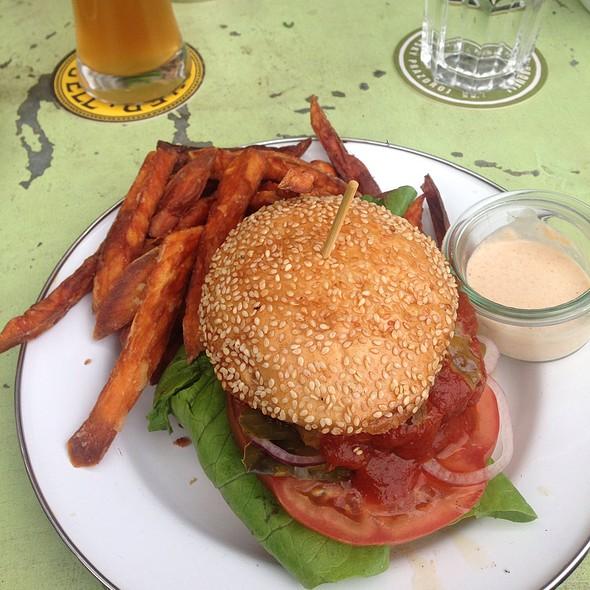 Brooklyn Cheeseburger @ Brooklyn Burger Bar