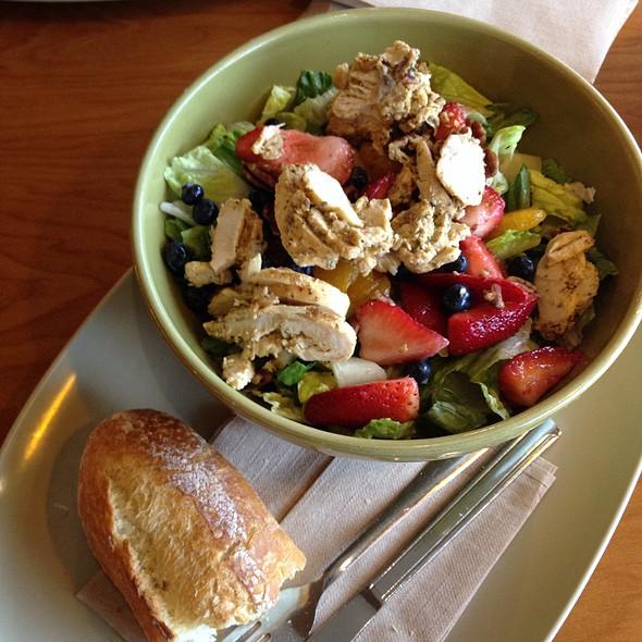 Strawberry Poppyseed & Chicken salad  ( Chicken , romain , fresh strawberries , fresh blueberries , fresh pineapple , mandarin oranges, pecans & fat free poppyseed dressing .
