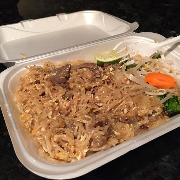 Beef Pad Thai - Tub Tim Thai, Skokie, IL