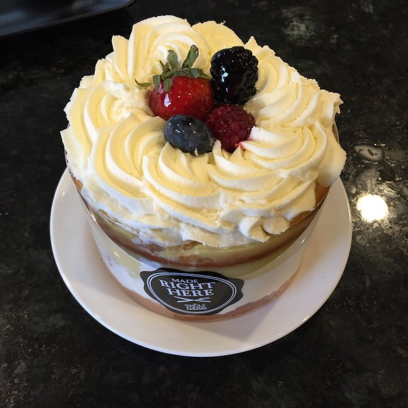 Mixed Berry Cream Cake Whole Foods