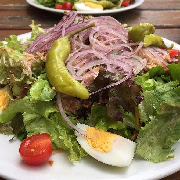 Salad With Tuna And Tomatos