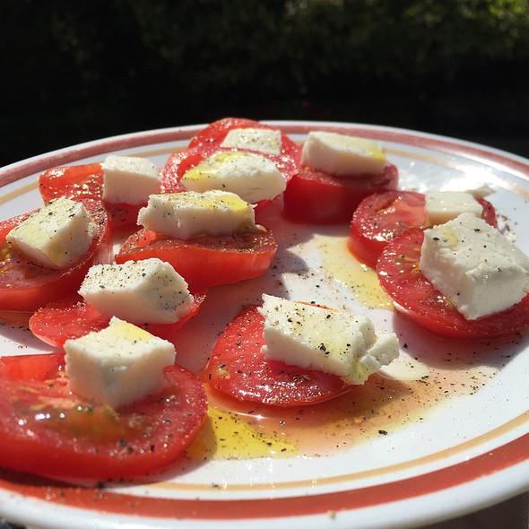 Campari Tomatoes, Fresh Mozzarella, Excellent Evoo