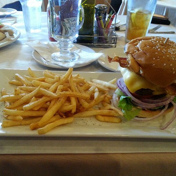 Bacon Cheesebuger Salad ♡ - Cafe 225, Visalia, CA