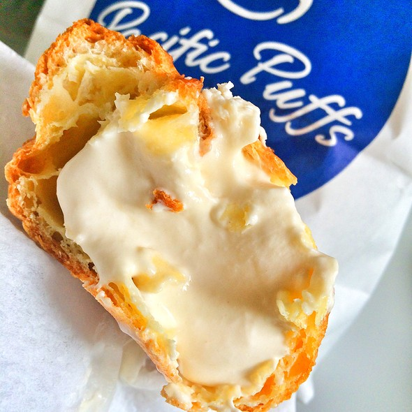 Inside The Classic Sugar Cream Puff @ Pacific Puffs